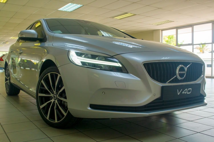 Volvo V40 Front View - V40 end production