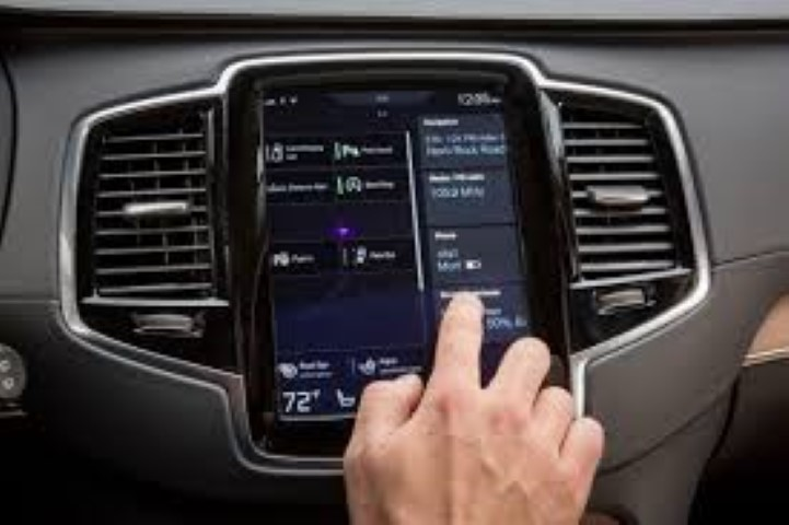 Smart touchscreen to improve road safety